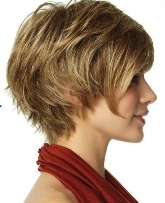 un peinado corto muy luce esta chica muy femenina