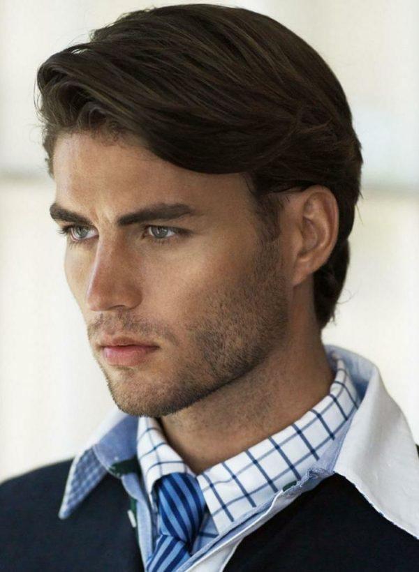 hombre con corte de pelo simple y lindo