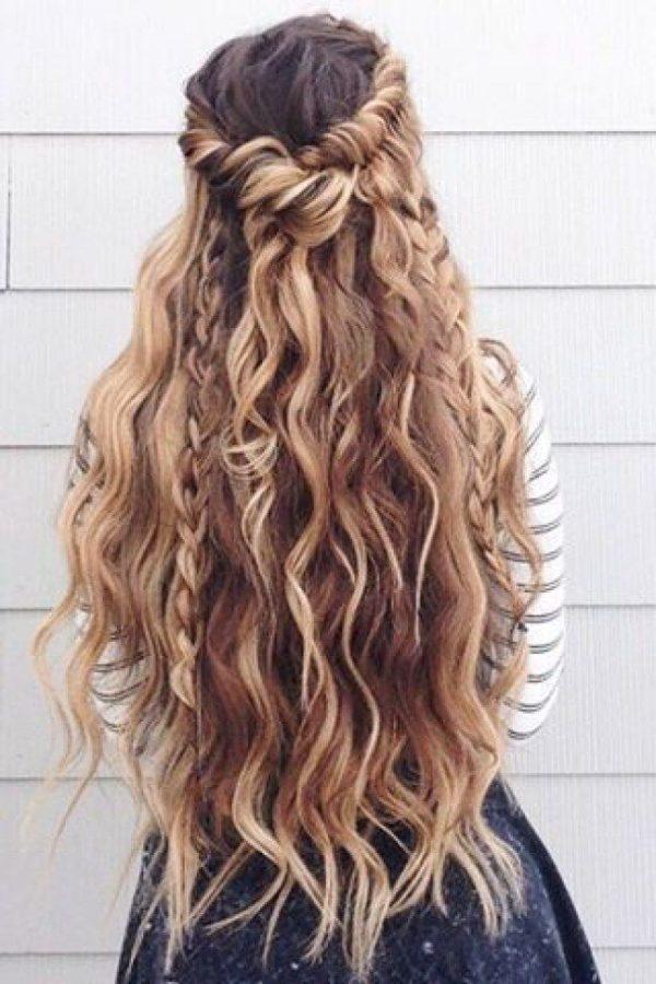 Cortes y peinados para cabello rizado cortos largos y - Peinados de fiesta con rizos ...