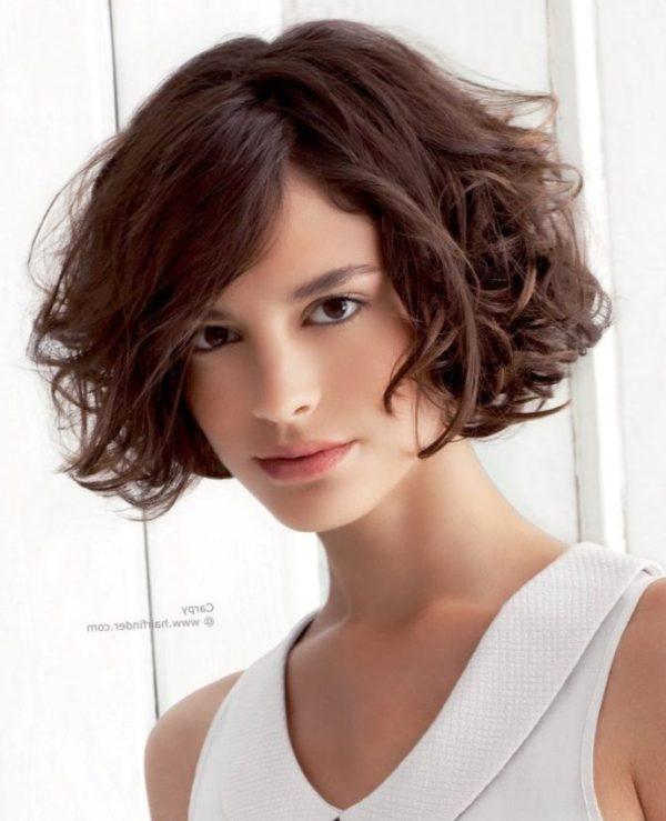 Cortes y peinados para cabello rizado cortos largos y - Peinados melenas cortas ...