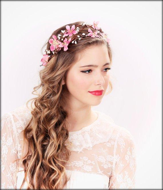 Peinados de media cola con tiara