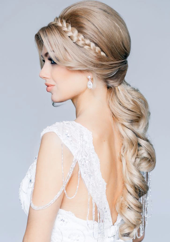 las trenzas son una bonita opcin en un peinado de novia ya sea naturales o con apliques anchas finas en corona con broches con flores con velos - Peinados De Novia Con Velo