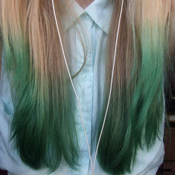 Cabello de color verde en las puntas