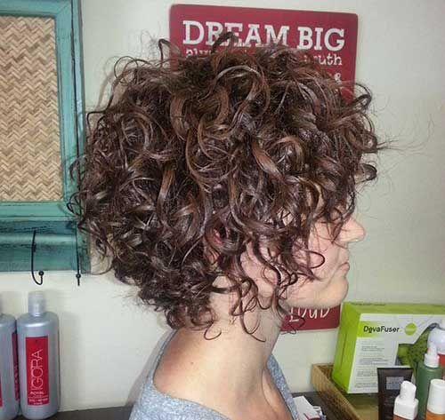 Corte de pelo corto en rulos