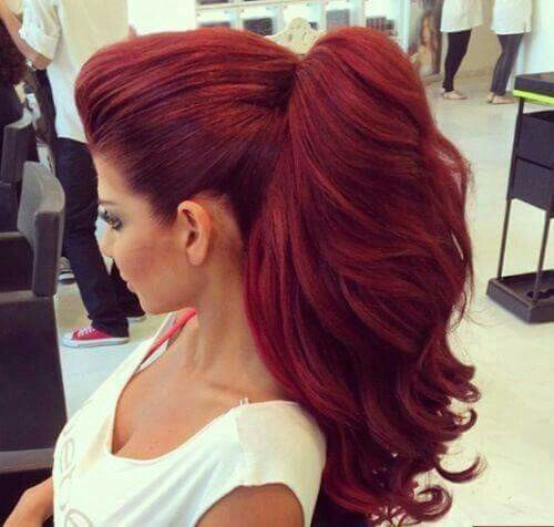 social escoltas cabello rojo