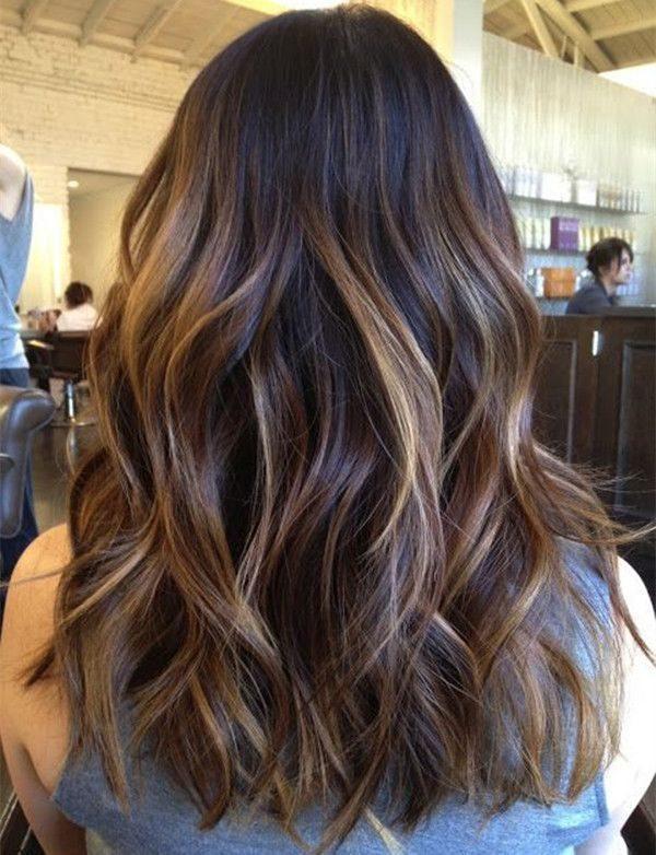 Reflejos color miel en cabello oscuro