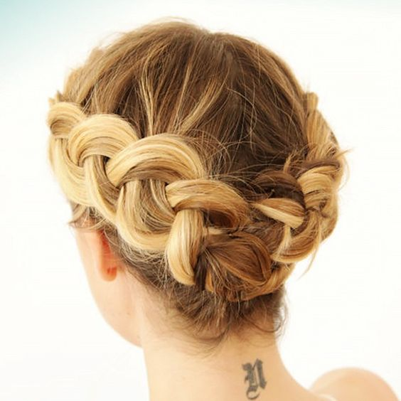 Trenzas cabello corto recogido