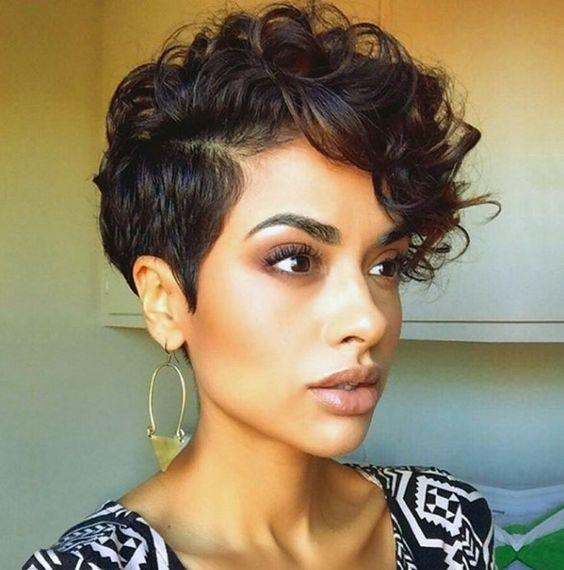 peinado moderno para una mujer de cabello muy corto y con flequillo largo - Cortes De Pelo Moderno