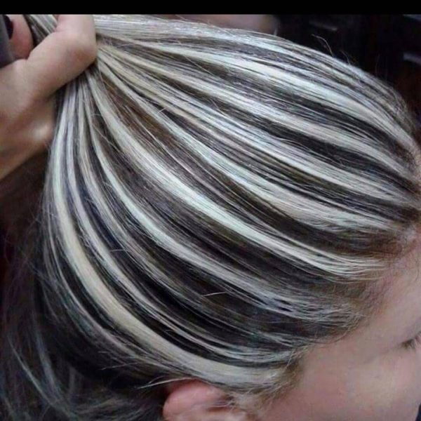 Mechas platinadas para morenas cabello corto