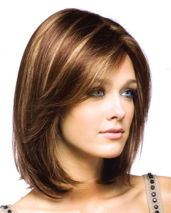 Cortes de pelo corto con mechas blancas
